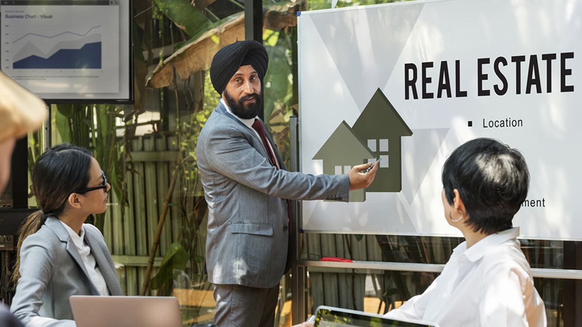 Sikh Man teaching Real Estate in India